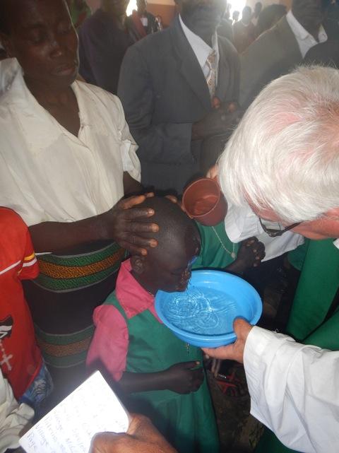 Significativo il battesimo che don Franco ha dato a sedici ragazzi